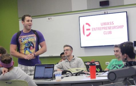 Jake Bernstein speaks at a UMass Entrepreneurship Club meeting.
