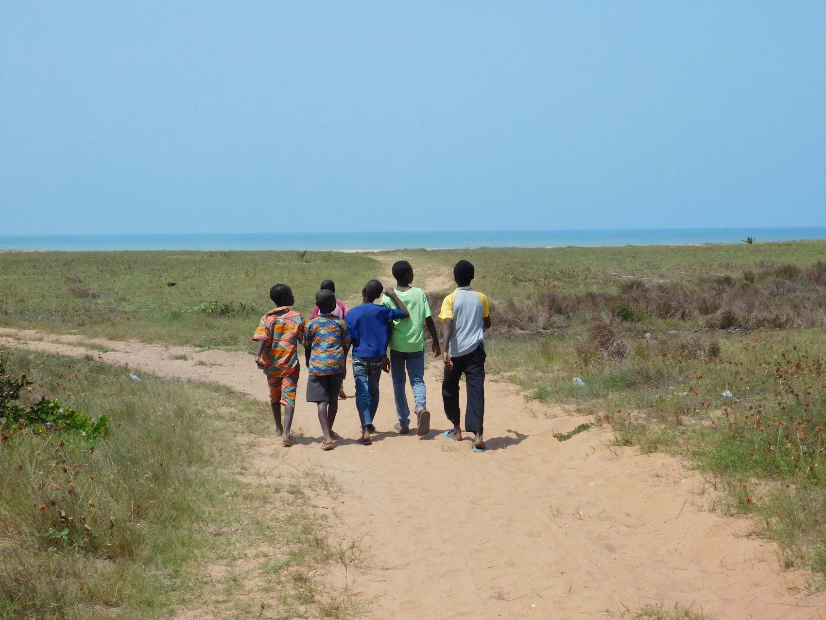 Local+children+in+Anloga+walking+and+laughing+on+their+way+to+the+beach.+