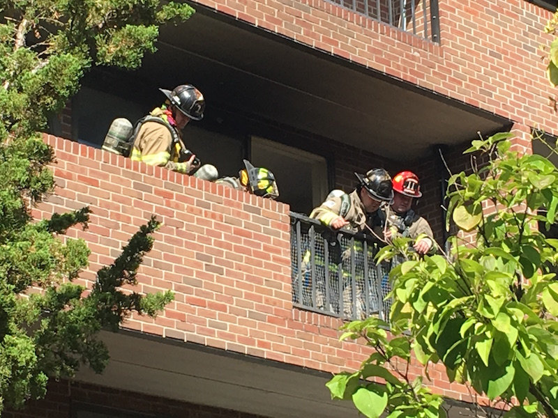 Firefighters+responded+to+a+fire+at+the+Ann+Whalen+Apartments+on+Friday+afternoon.+%28Chris+Ingerson%2FAmherst+Wire%29