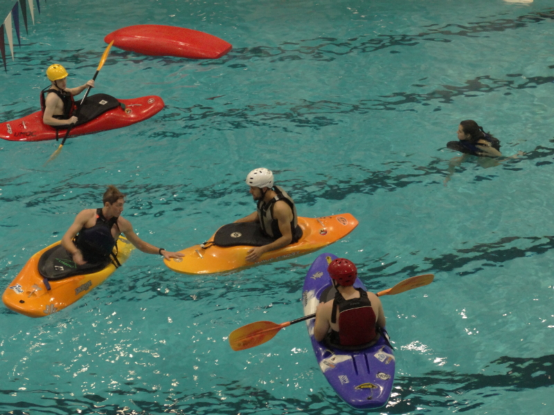 Students+practice+kayaking+in+an+open+pool+at+Totman+Gymnasium.+%28Jon+Decker%2FAmherst+Wire%29