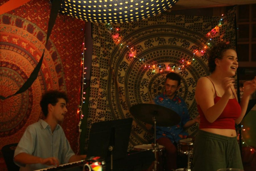 Student+musicians+provided+musical+entertainment+as+patrons+of+Green+Sub+Shop+celebrated+day+two+of+%E2%80%9CSpooktacular.%E2%80%9D+%28Brian+Choquet%2FAmherst+Wire%29