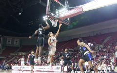 Basketball Highlights: UMass narrowly beats Saint Louis