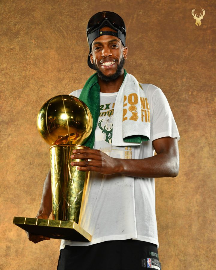 Khris+Middleton+holds+the+Larry+OBrien+trophy.+%28Credit+to+the+Bucks+Twitter%29