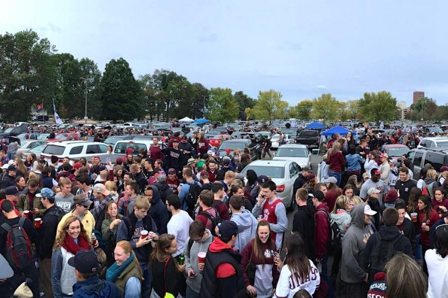 UMass+tailgates+cut+down+on+the+mess%2C+not+the+fun